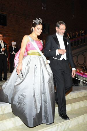 Шведская королевская семья на Нобелевском банкете (фото 3.1)