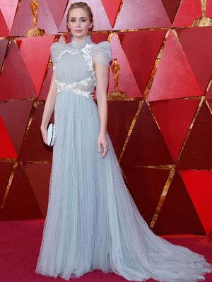 Викторианская эпоха: Эмили Блант в нежно-голубом платье на премии «Оскар-2018» (фото 2)