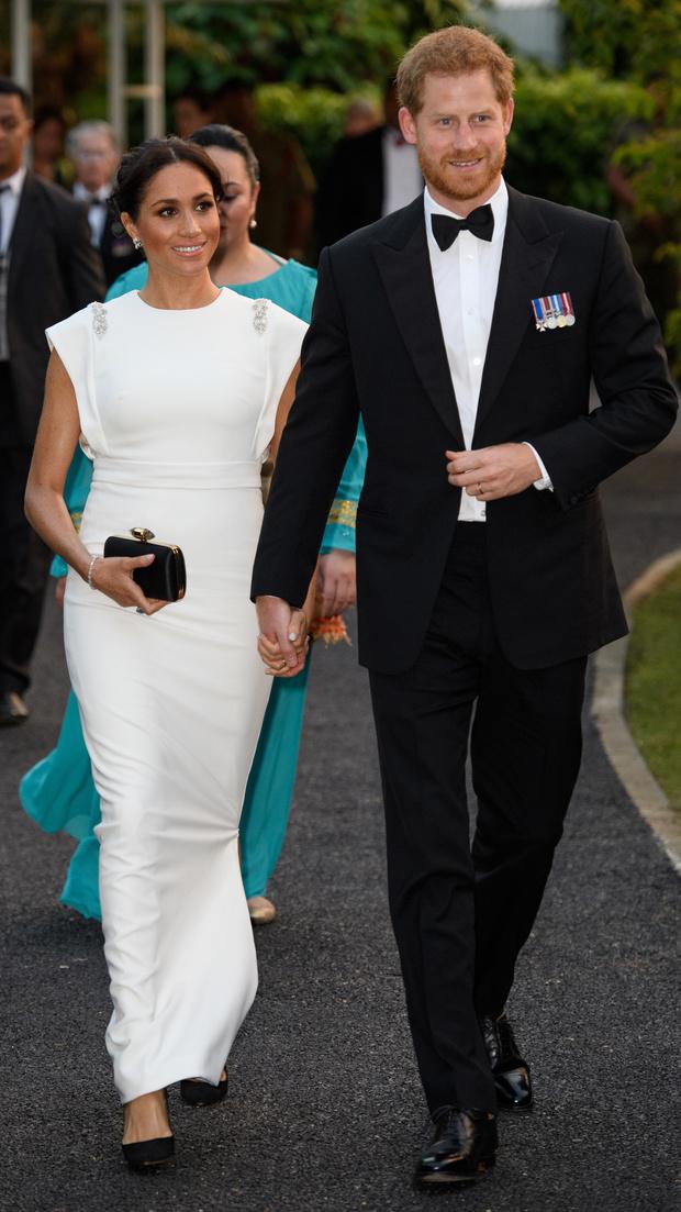 Фото №1 - И вновь нарушили протокол: как принц Гарри и Меган Маркл ввели всех в заблуждение по поводу рождения сына