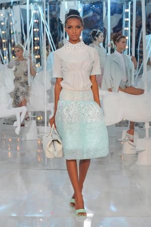 Показы мод Louis Vuitton Весна-лето 2012 | Подиум на ELLE - Подиум - фото 1779