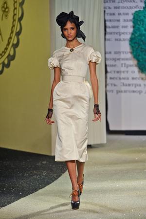 Показ Ulyana Sergeenko коллекции сезона Весна-лето 2013 года Haute couture - www.elle.ru - Подиум - фото 479060