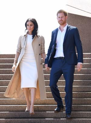 Белое платье и бежевое пальто: Меган Маркл и принц Гарри в Австралии (фото 8.2)