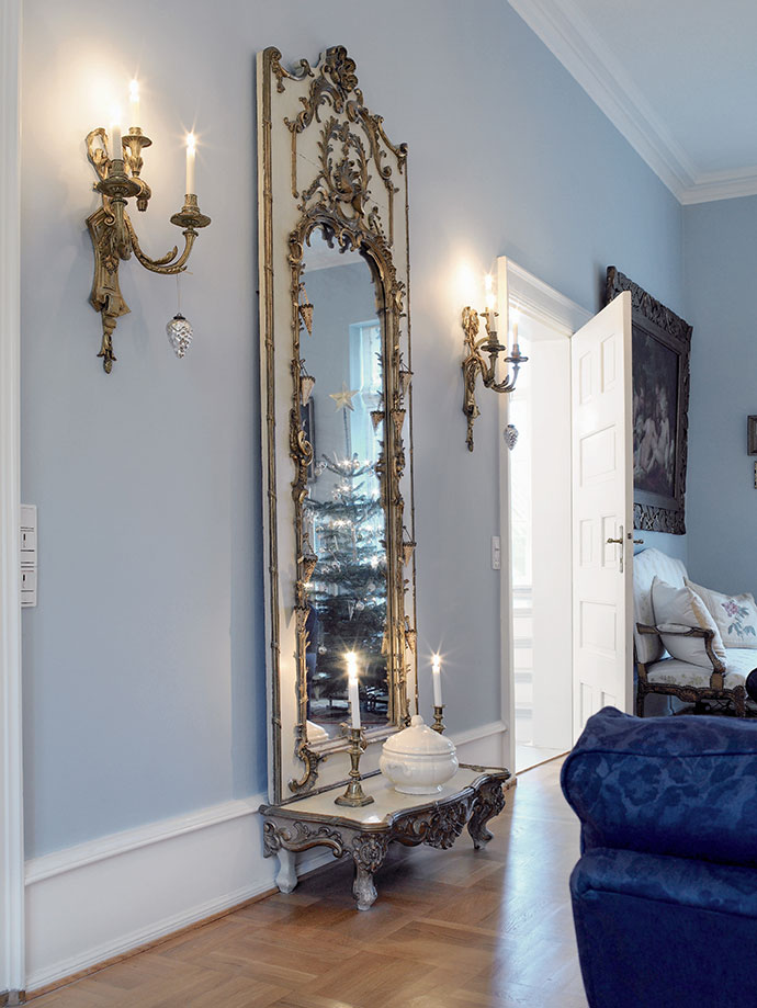 барочное зеркало в позолоченной раме