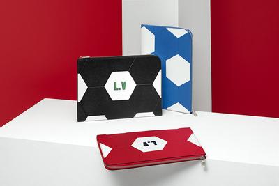 Louis Vuitton выпустил коллекцию аксессуаров к чемпионату мира по футболу (галерея 1, фото 1)