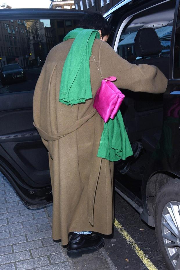 Бежевый + зеленый – идеальное комбо, доказывает Зои Кравиц (фото 3)