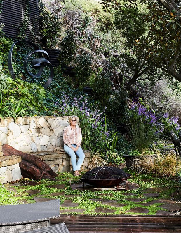 Эклектичный сад на берегу реки в Австралии (фото 5)