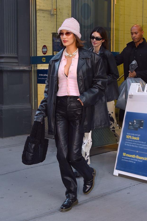 Главная вещь наступающей весны - кожаный пиджак: показывают Кендалл Дженнер и Белла Хадид (фото 2)