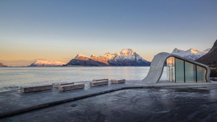 Органичная смотровая площадка в Норвегии (фото 0)