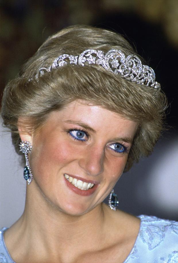 Красный лак и голубые тени: как принцесса Диана нарушала королевский протокол (фото 3)
