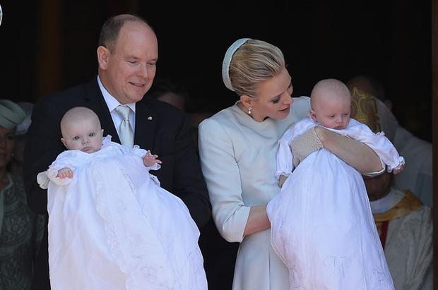 Фото дня: князь и княгиня Монако на крещении близнецов (фото 16)