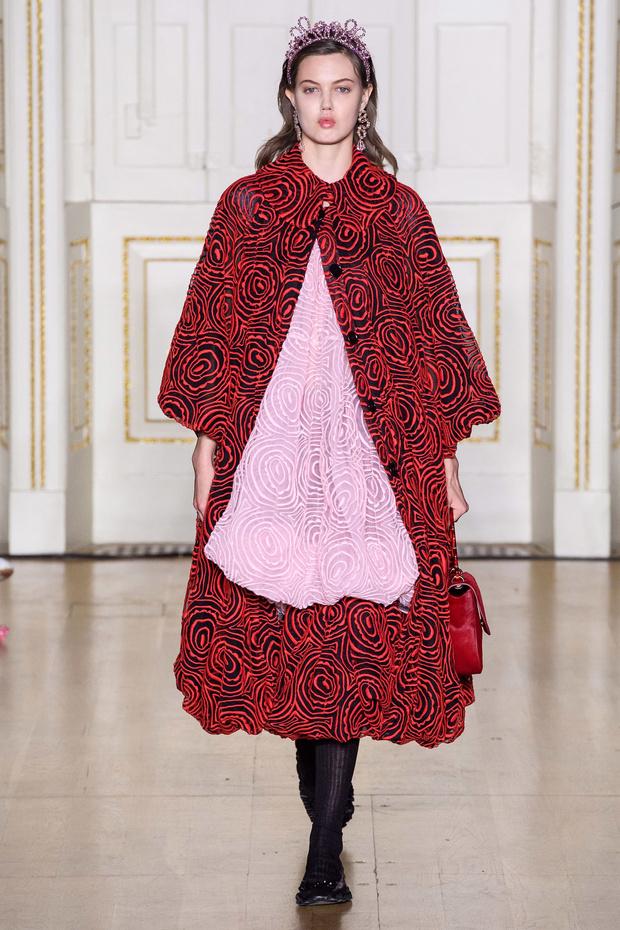 Хлоя Севиньи стала моделью на показе Simon Rocha в Лондоне (фото 13)