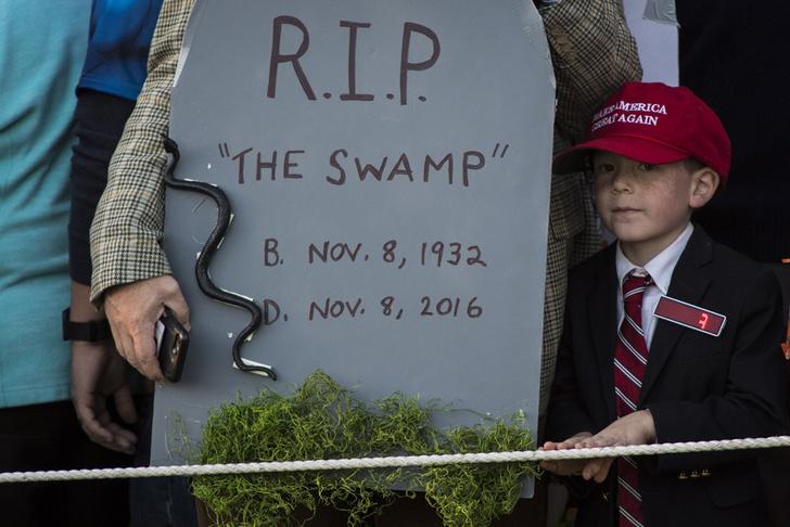 Дональд и Мелания Трамп отметили Хэллоуин в Белом доме фото [1]