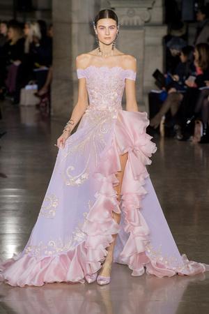 Показ Georges Hobeika коллекции сезона Весна-лето  2017 года Haute couture - www.elle.ru - Подиум - фото 616303