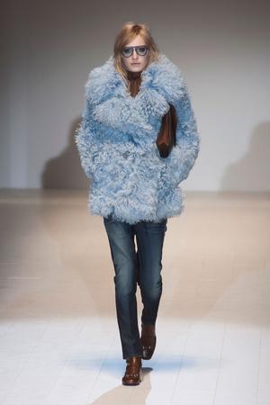 Показы мод Gucci Осень-зима 2014-2015   Подиум на ELLE - Подиум - фото 3915
