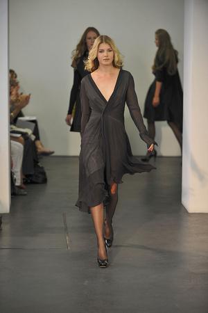 Показ Atelier Gustavo Lins коллекции сезона Осень-зима 2009-2010 года haute couture - www.elle.ru - Подиум - фото 87160