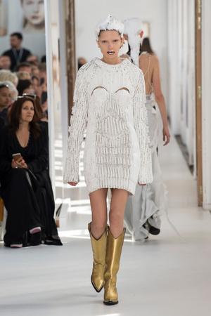 Показ Maison Margiela коллекции сезона Осень-зима 2017-2018 года Haute couture - www.elle.ru - Подиум - фото 624432