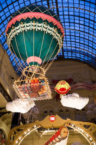 Сказочные декорации новогоднего ГУМа (фото 2)