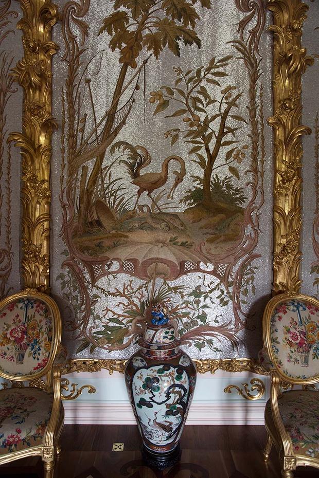 Фрагмент Стеклярусного кабинета.
