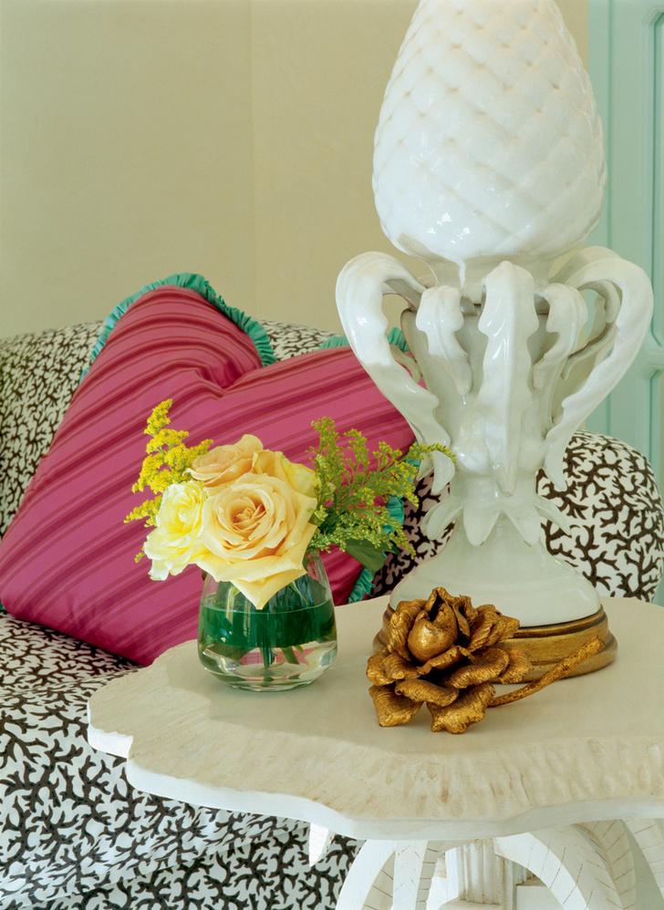 Винтажная лампа-ананас куплена в Париже. Подушка, Rose Cumming.