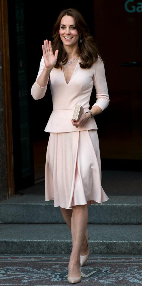10 раз, когда Кейт Миддлтон пренебрегла королевским дресс-кодом фото [12]