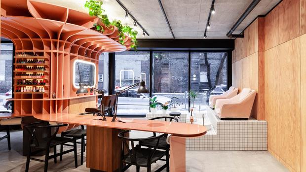 Стиль лофт и колонна: салон красоты в Монреале (фото 0)