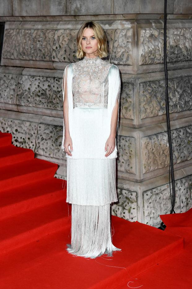 В духе 30-х годов: Элис Ив в  платье с бахромой Ralph & Russo на BAFTA 2020 (фото 2)