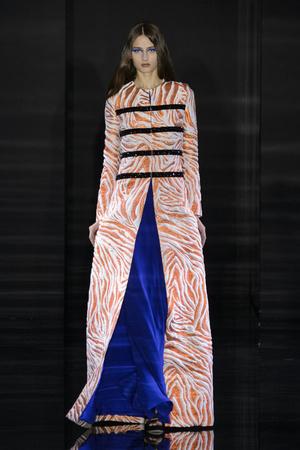 Показы мод Azzaro Осень-зима 2015-2016 | Подиум на ELLE - Подиум - фото 4337