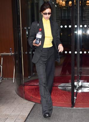 Добавить цвета: носите деловой костюм, как Белла Хадид (фото 1.2)