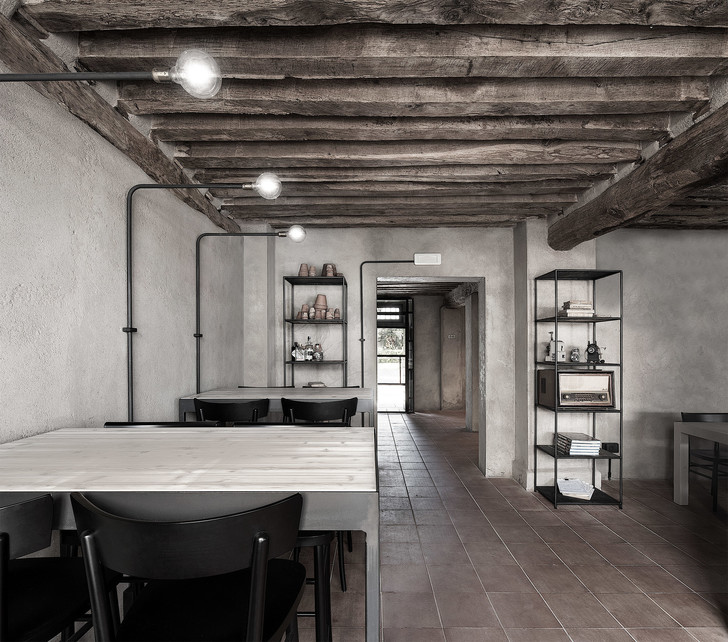 Монохромная закусочная в здании фермы XVI века (фото 9)