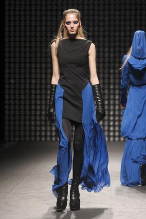 Показы мод Gareth Pugh Осень-зима 2011-2012 | Подиум на ELLE - Подиум - фото 2172