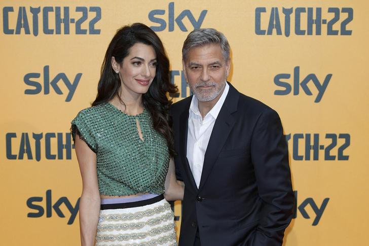 Неожиданно: кроп-топ Амаль Клуни на премьере в Риме (фото 1)
