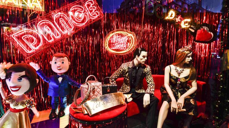 Dolce & Gabbana украсили витрины британского Harrods к Рождеству фото [2]
