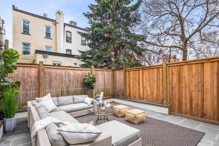 Эмили Блант и Джон Красински продают свой особняк в Бруклине фото [3]