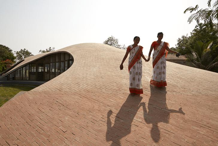 Библиотека с прогулочной зоной на крыше (фото 0)