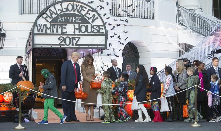 Дональд и Мелания Трамп отметили Хэллоуин в Белом доме фото [6]