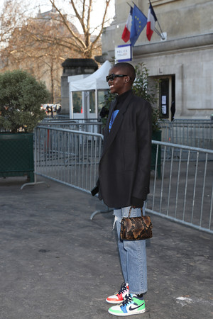 Носите разноцветные кроссовки, как это делает Адут Акеч (фото 4.1)