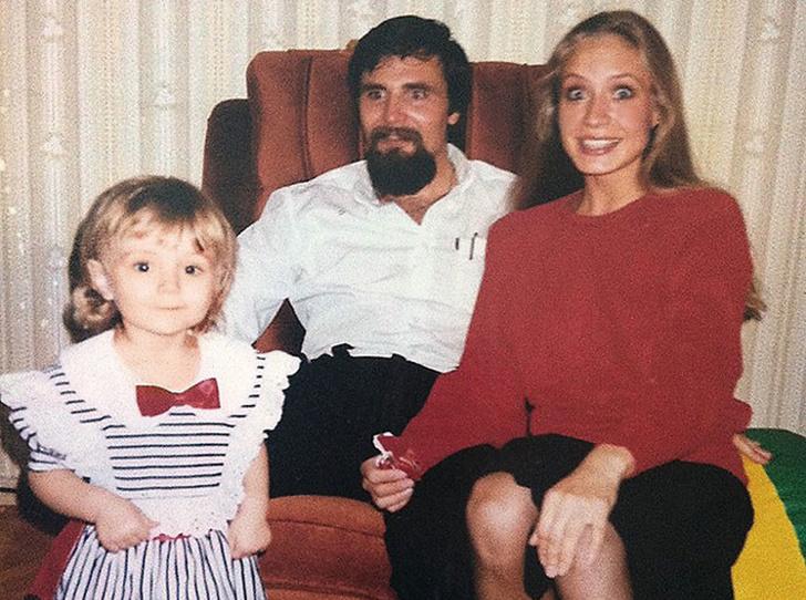 Маленькая Полина Гагарина с мамой и папой