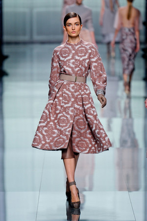 Показ Christian Dior коллекции сезона Осень-зима 2012-2013 года Prêt-à-porter - www.elle.ru - Подиум - фото 376292