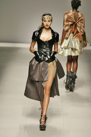 Показ Vivienne Westwood коллекции сезона Весна-лето 2009 года prêt-à-porter - www.elle.ru - Подиум - фото 85898