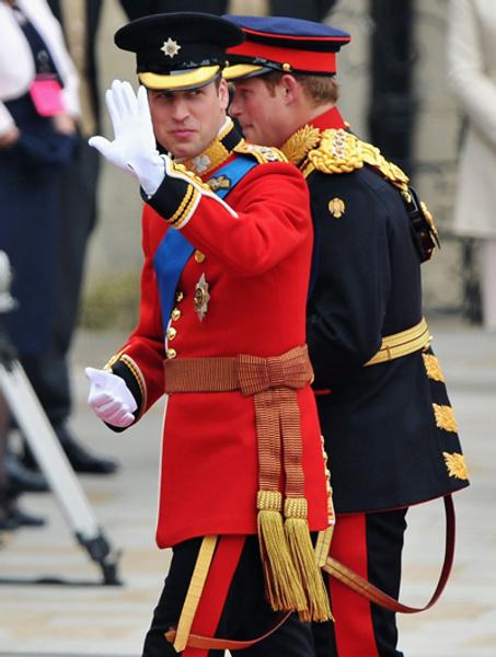 принц Уильям и принц Гарри прибывают в вестминстерское аббатство