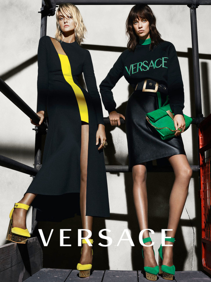 Кэролин Тринтини и Лекси Боулинг для Versace