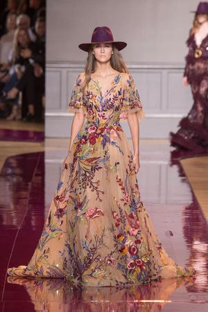Показ Zuhair Murad коллекции сезона Осень-зима 2016-2017 года Haute couture - www.elle.ru - Подиум - фото 607322