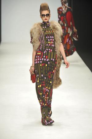 Показы мод Issa Осень-зима 2010-2011 | Подиум на ELLE - Подиум - фото 2801