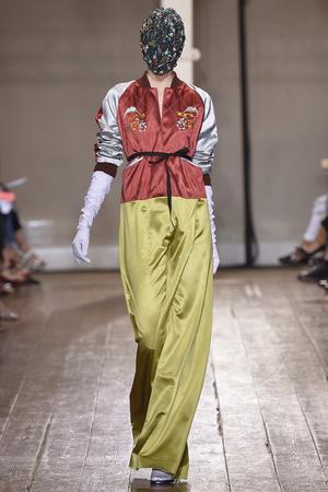 Показ Maison Martin Margiela коллекции сезона Осень-зима 2014-2015 года haute couture - www.elle.ru - Подиум - фото 585109