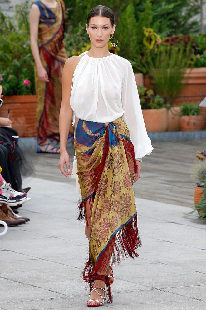 Платок вместо юбки и необработанный жемчуг: хиппи-шик Эмили Ратаковски (фото 2)
