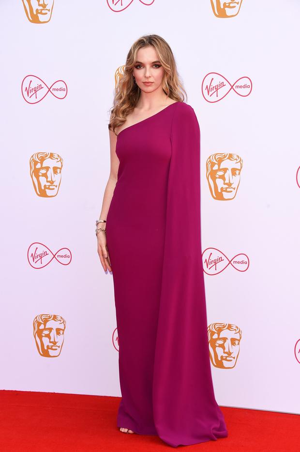 Прекрасные победительницы: звезды сериала «Убивая Еву» на церемонии BAFTA (фото 1)