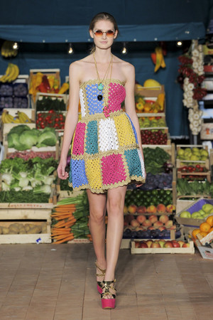 Показ Moschino Cheap & Chic коллекции сезона Весна-лето 2012 года Prêt-à-porter - www.elle.ru - Подиум - фото 304001
