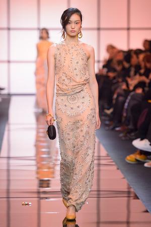 Показ Giorgio Armani Privé коллекции сезона Весна  2017 года Haute couture - www.elle.ru - Подиум - фото 616469