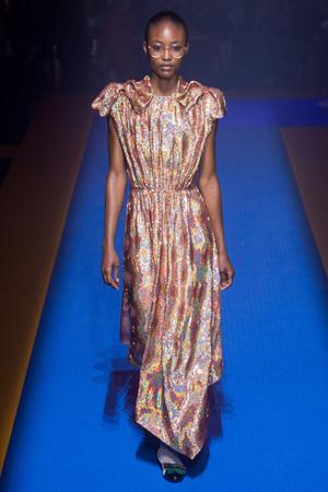 Показ Gucci коллекции сезона Весна-лето 2018 года Prêt-à-porter - www.elle.ru - Подиум - фото 635251