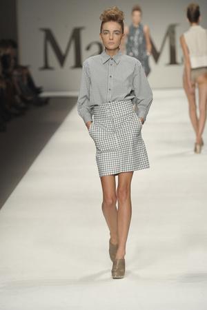 Показы мод Max Mara Весна-лето 2009 | Подиум на ELLE - Подиум - фото 3337